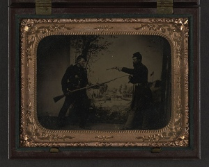 Civil War soldiers posing with guns