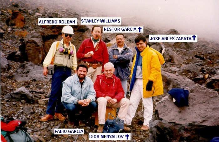 A group photo in the crater on January 14, 1993.  (INGEOMINAS)