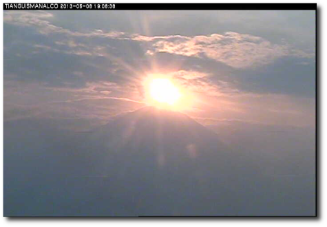 Unretouched image (except for drop shadow) from CENAPRED's Tianguismanalco webcam for Popocatépetl