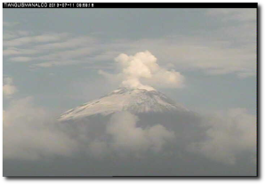 Don Goyo this morning from CENAPRED's Tianguismanalco cam.