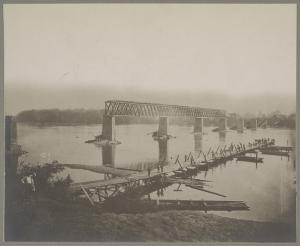 Building a pontoon bridge across the Tennessee River after Confederates destroyed a bridge in 1863.  (Library of Congress)