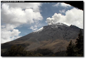 The Colossus of Puebla, seen from the Tlamacas webcam a few minutes ago.  Note the almost black appearance of the summit area.  (Image:  CENAPRED)