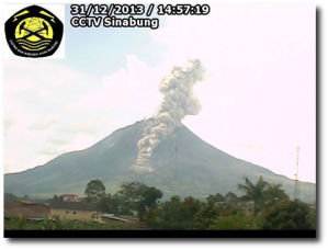 A pyroclastic flow down Gunung Sinabung at the end of December 2013.  Note the fields below it - they have since disappeared. (Image:  Karo District [Indonesian])